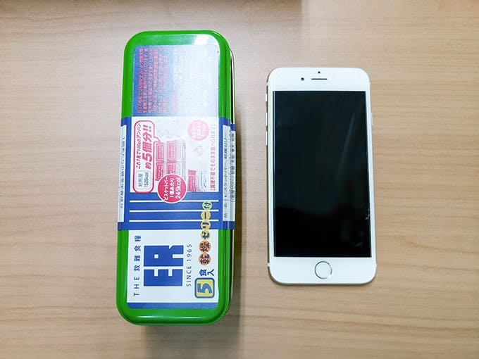 iPhone6sと缶の比較