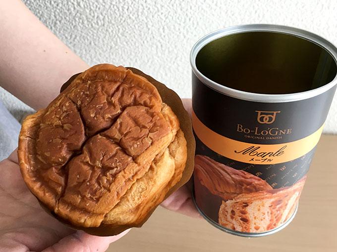 缶deボローニャのメープル缶からパンを出したところ