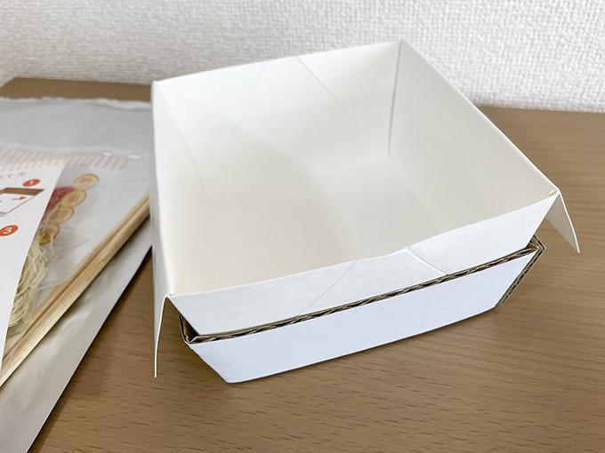 揖保乃糸防災食の容器の組み立て