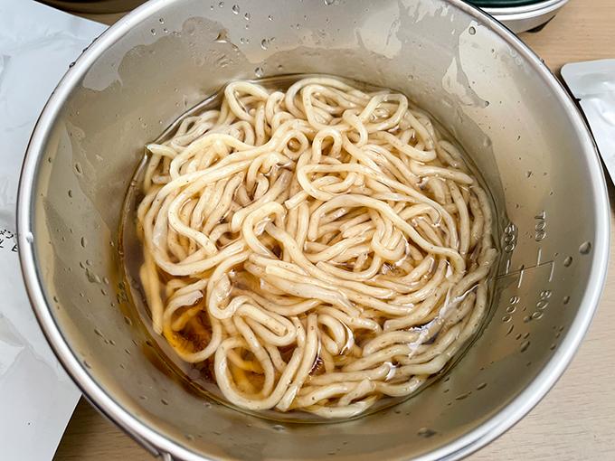 麺屋優光 × IZAMESHIの麺が茹で上がる